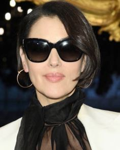 Monica Bellucci, Cartier Sunglasses, Sunglasses Women, Hairstyles With Bangs, Trendy Hairstyles, Gabor Wigs, Laura Smet, Costume Noir, Rides Front