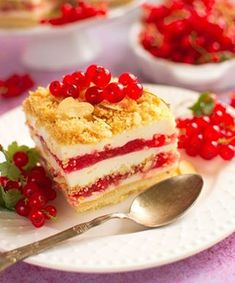 A delicious strawberry and lemon version of everyone's favorite poke cake that's perfect for summer parties and potlucks. No Bake Summer Desserts, New Year's Desserts, Christmas Desserts, Tiramisu Fruits, Strawberry Tiramisu, Strawberry Desserts, Food Cakes, Poke Cake Recipes, Dessert Recipes