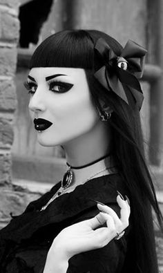 Les 246 Meilleures Images Du Tableau Make Up Gothiques Sur Pinterest