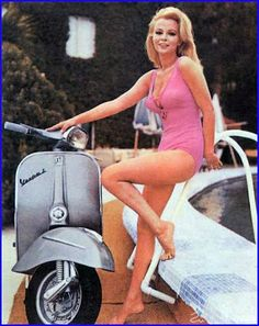 Vespa – Vintage Pin Up Images Piaggio Vespa, Lambretta Scooter, Scooter Motorcycle, Scooter Girl, Vespa Girl, Scooter Shop, Vespa 50, Vespa Motor Scooters, Vespa Models