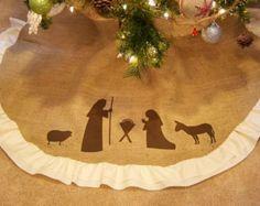 Mitten Christmas tree skirt ruffled tree por thelittlegreenbean