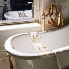 Talk about a beautiful freestanding tub! This tub would be a great addition to any bathroom design to give it a chic upgrade! Home Design, Design Hall, Nordic Design, Home Interior, Bathroom Interior, Interior And Exterior, Interior Decorating, Decorating Ideas, Decor Ideas