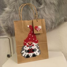 Xmas gift bag beads hama heart tag