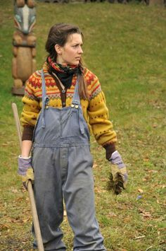 Overalls and colorwork knitting (brukt av Oda i TV-serien Hjem)