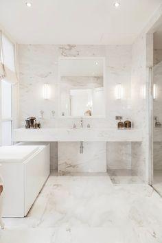 Salle de bain marbre blanc l'élégance associée à un certaine classe