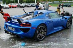 Porsche 918 spyder in blue