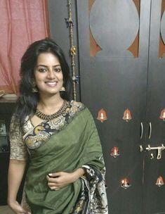 Discover thousands of images about Kalamkari saree Cotton Saree Designs, Saree Blouse Neck Designs, Fancy Blouse Designs, Simple Sarees, Trendy Sarees, Stylish Sarees, Indian Dress Up, Kalamkari Designs, Kalamkari Saree