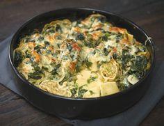 Maultaschen-Spinat-Auflauf Rezept Ravioli and spinach bake Veggie Recipes, Pasta Recipes, Vegetarian Recipes, Snack Recipes, Dinner Recipes, Cooking Recipes, Healthy Recipes, Spinach Bake, Spinach Casserole