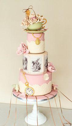 Alice in Wonderland Vintage Alice in Wonderland Wedding Cake