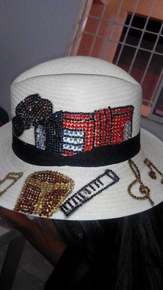 Lindo en color rojo Refashion, Snapback, Hats, Clothing, Beret, Sombreros, Red, Cute, Tutorials