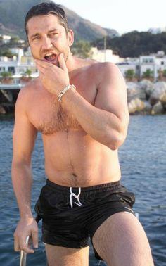 Gerard Butler, fast nude