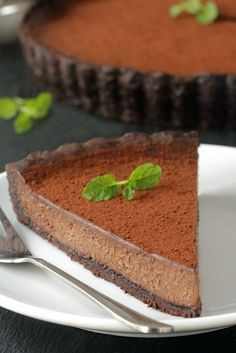 Mint Chocolate Tart has a creamy chocolate filling and homemade chocolate cookie crust. Recipe includes a gluten-free option. Recipe from My Baking Addiction Homemade Chocolate, Mint Chocolate, Chocolate Desserts, Chocolate Filling, Chocolate Tarts, Delicious Chocolate, Desserts To Make, Delicious Desserts, Yummy Food