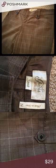 "Guess patterned brown work pants Great for fall and winter, these brown pants are stretchy, low rise, fitted and flattering. At 5'1"", they fit me with heels. Guess Pants Straight Leg"