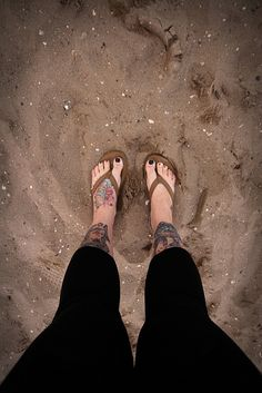 Christina Wagner Photography, photography, feet, tattoos, toes, flip flops, sand, beach, New Jersey, shore