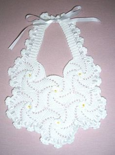 Crochet Baby Bibs, Crochet Baby Clothes, Love Crochet, Crochet Hats, Beading Patterns Free, Crochet Doily Patterns, Crochet Doilies, Crochet Stitches, Dyi Baby Gifts