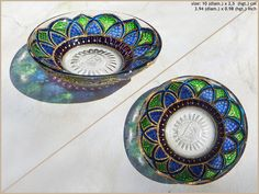 RichanaDragon ||| Glass plate (bowl candle holder) with bright green and blue flower-like pattern. Hand painted stained glass. ||| ○ SIZE: 10 (diam.) x 2,5 (hgt.) cm / 3.94 (diam.) x 0.98 (hgt.) inch ○ NET WEIGHT: 100 g / 0.22 lb