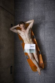 shittttt!!!!!! my brain stopped functioning for a second . too much hotness  #TomHiddleston in as Dr. Robert Laing in High-Rise, 2016.