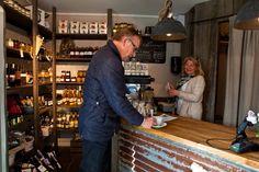 Herr & Fru Jørgensens gourmethjørne og coffeeshop. God kundeservice og fornøyde kunder er det vi ønsker oss. Hva ønsker du deg? Velkommen innom for en titt! :)