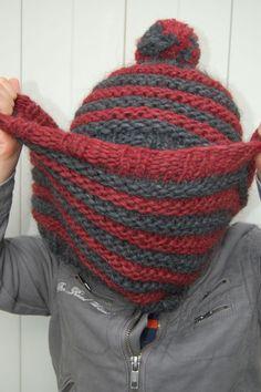 Snood rouge et gris au tricot