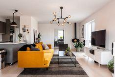 C'est un canapé en velours jaune qui donne du peps à cet appartement - PLANETE DECO a homes world Style Deco, Flat Screen, Peps, Lights, Interior, House, Urban, Home, Orange Couch