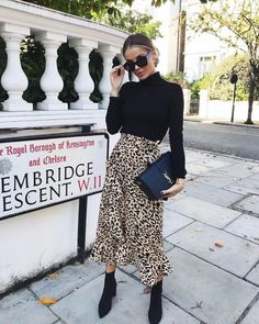 25 Gorgeous Outfit Ideas Moda You Will Love outfit ideas moda, Style Work Fashion, Modest Fashion, Fashion Looks, Fashion Outfits, Womens Fashion, Fashion Trends, Fashion Top, Fashion Clothes, Street Fashion