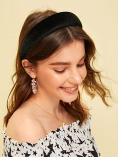 To find out about the Solid Padded Headband at SHEIN, part of our latest Hair Accessories ready to shop online today! Latest Hairstyles, Headband Hairstyles, Banana Hair Clips, Hair Hoops, Hair Flip, Hair Lengths, Headpiece, Headbands, Hair Makeup