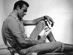 Sean Connery, the very first James Bond. I Love Books, Books To Read, My Books, James Bond, Sean Connery 007, Celebrities Reading, Hot Guys, Spy Who Loved Me, A New York Minute