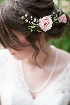 bridesmaid: loose updo with a braid and flowers Bohemian Wedding Hair, Wedding Hair Flowers, Wedding Hair And Makeup, Wedding Beauty, Flowers In Hair, Hair Makeup, Hair Wedding, Bohemian Style, Bridesmaid Hair