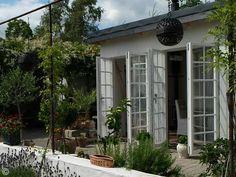 Medelhavsträdgård: Orangeri Outdoor Spaces, Outdoor Living, Outdoor Decor, Beddinge, Beach Patio, Summer Cabins, Nordic Home, Glass House, Historic Homes