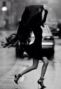 simplement portée par le vent, pressée par les éléments, mais toujours féminine.... #photo #art