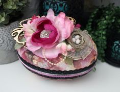 Rose Gold Egg Påskägg Godisägg Påsk Painted Stones, Stone Painting, Jewelry Crafts, Cardmaking, Jewelry Making, Eggs, Scrapbooking, Paper Crafts, Rose Gold