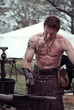 Tattooed man in a leather kilt Vikings, Scottish Man, Scottish People, Men In Kilts, Kilt Men, Highland Games, Komplette Outfits, Raining Men, Fashion Moda