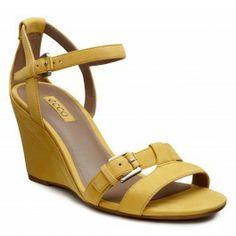 Sandalele ECCO Rivas 75 prevazute cu barete reglabile in jurul gleznei si in partea din fata, permitand astfel ajustarea perfecta. Captuseala din piele intensifica confortul. Platforma de 75mm ofera suport si un mers relaxant. Fetele exterioare din piele nabuc ofera un aspect luxos sandalei, tot timpul in pas cu moda. Talpa din cauciuc lipit nu aluneca si iti ofera incredere indiferent de suprafata pe ...