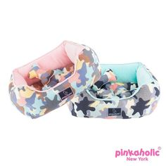 This adorably cute camouflage bed will have your pooch eager for a snooze! Pinkaholic delta house dog bed comes in Aqua or Pink to suit any fun loving pup! Features Include: - Camouflage pattern - Dia