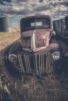 Rusty old Ford Truck. Eastern Washington. Source Facebook.com Abandoned Cars, Abandoned Places, Abandoned Vehicles, Farm Trucks, Old Trucks, Forgotten Treasures, Rusty Cars, Trucks And Girls, Old Fords