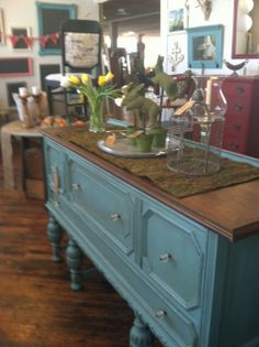 blue buffet painted with annie sloan chalkpaint