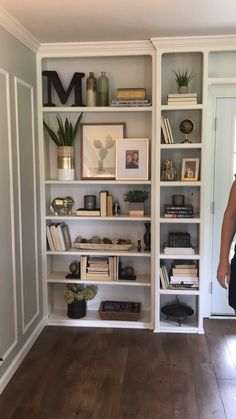 Bookshelf Styling by The Chic(ish) Chick – Bookshelf Decor Decorating Bookshelves, Bookshelf Styling, Small Bookshelf, How To Decorate Bookshelves, Painted Bookshelves, Bookcase Organization, Modern Bookshelf, Bookshelf Design, Ikea Bookcase With Doors