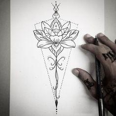 Un tatouage qui mêle géométrie, lotus et mandala, tout ce que j'aime !