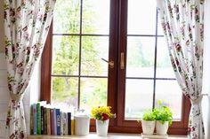 rideaux-cuisine-blancs-motif-floral-herbes-armotiques-pots