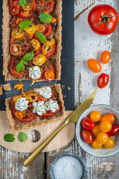 Tomatentarte mit Kräuterfrischkäse © Photolixieous