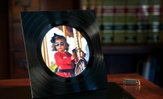 Use an old vinyl record to DIY this picture frame.
