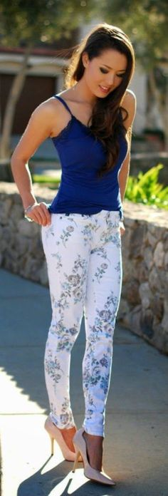Trendy Outfit Ideas with Floral Pants (35)