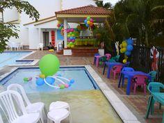 figuras de globos en piscina