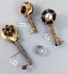 one side keys 168, 169, 170