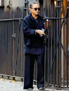 Mary Kate Olsen Satin TuxedoBlazer The Row Crocodile Bag Button Shirt Wide Leg Trousers, Platform Shoes Mary Kate Ashley, Mary Kate Olsen, Fashion Line, Star Fashion, Net Fashion, Olsen Fashion, Olsen Twins Style, Olsen Sister, Fashion Gone Rouge