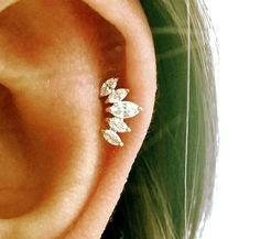 Pendiente de cartílago CZ corona tiara trago por ShopOrigamiJewels