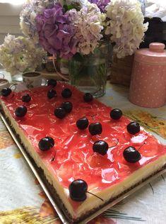 """Η Συνταγή είναι από κ.  Aliki Mitropoulou  – """"Γλυκά κουταλιού και φαγητά ....πιρουνιού!!"""".    ΥΛΙΚΑ  Για να το φτιαξετε  250γρ μιραντα  1 κουταλια κανελα  125 γρ, βουτυρο λιωμενο  2 ανθος αραβοσιτου ετοιμα συμφωνα με τις οδηγιες του φακελου  2 ζελε κερασι"""