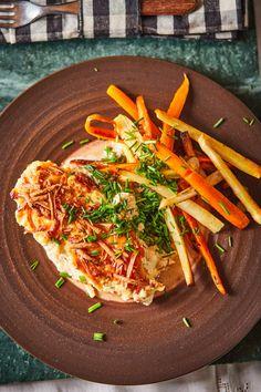 Füstölt sajtos-tejfölös csirke sült zöldségekkel   Street Kitchen Lidl, Japchae, Food And Drink, Meals, Cooking, Ethnic Recipes, Kitchen, Recipes, Meal