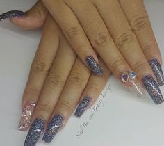 Love these glitter acrylics