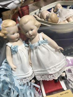 Victorian Dolls, Antique Dolls, Vintage Dolls, Doll Clothes Patterns, Clothing Patterns, Doll Toys, Baby Dolls, Elephant Towel, Dolls Prams